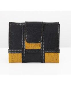 Portefeuille en liège patchwork, compartiment à billets, porte-monnaie, rangement cartes. Dimensions: H 10.5 x L 13.5 cm. Fabrication artisanale © Casaliège