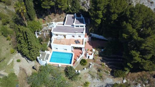 Casa rural con piscina en La Alpujarra de Granada vista aérea
