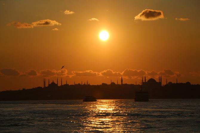 cruzeiro pelo bósforo pôr do sol