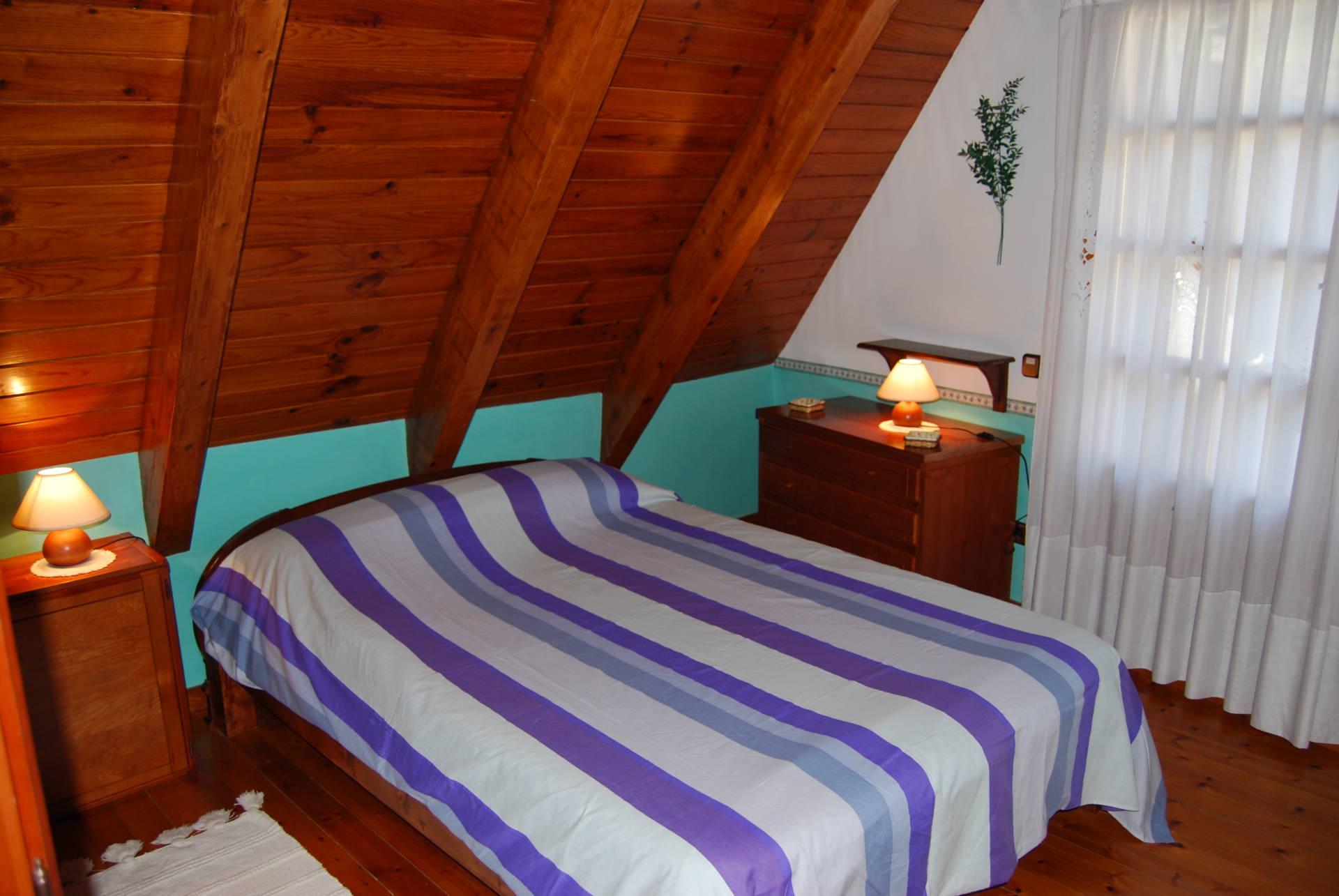 Segunda planta habitación cama de matrimonio