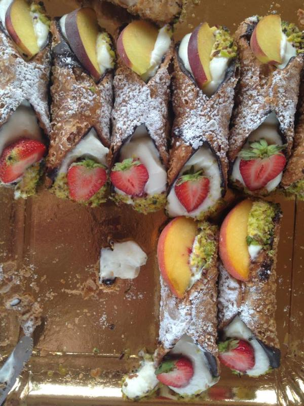 non-conventional cannoli with fresh fruit
