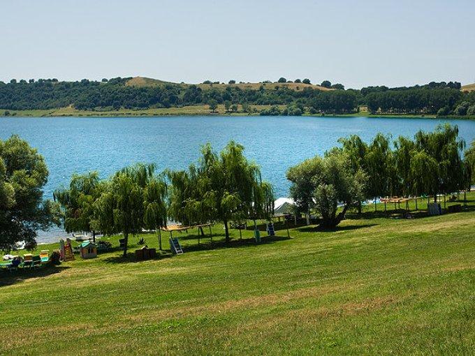 Lago di Martignano beach