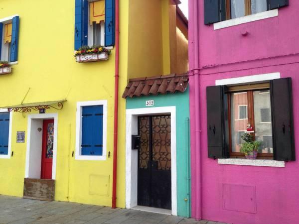 Burano's brightly painted houses • www.italyfoodandwinetours.com