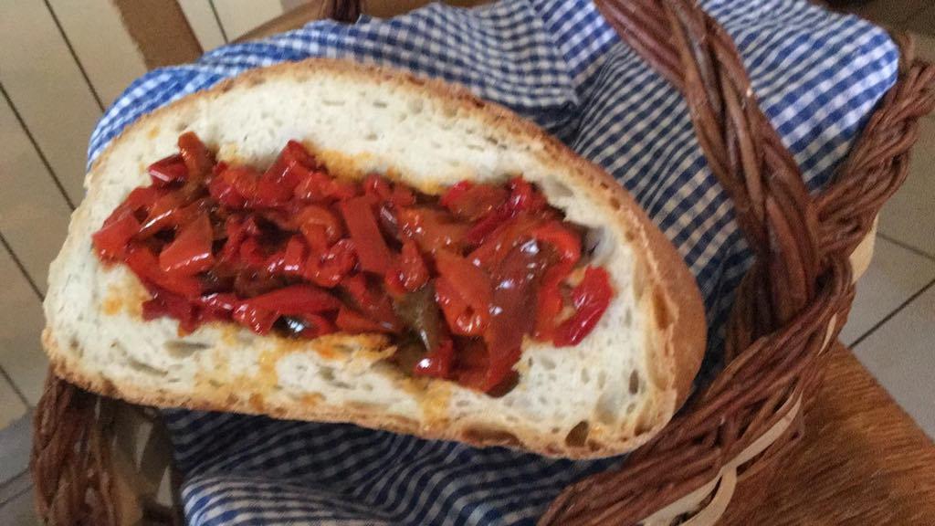 Tascapane con i peperoni, the shepherd's sandwich