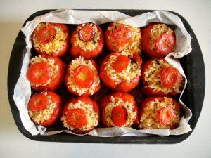 Learn to make rice stuffed tomatoes with Eleonora