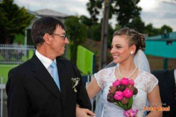 casamento-economico-12-mil-santa-catarina-decoracao-rosa-e-branca-faca-voce-mesmo (14)
