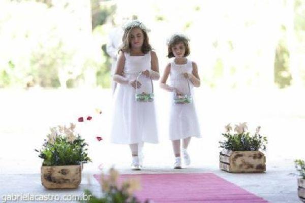 casamento-economico-de-dia-ao-ar-livre-chacara-noiva-com-coroa-de-flores-decoracao-faca-voce-mesmo-azul-e-amarelo- (28)