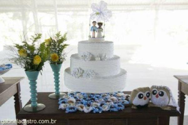 casamento-economico-de-dia-ao-ar-livre-chacara-noiva-com-coroa-de-flores-decoracao-faca-voce-mesmo-azul-e-amarelo- (3)