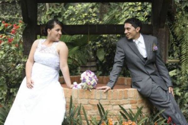 casamento-economico-pequeno-mini-wedding-de-manha-sao-paulo-sapato-roxo-decoraca-roxa-e-lilias (18)