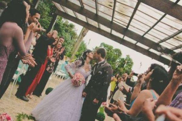 casamento-100-pessoas-mini-wedding-litoral-sao-paulo-azul-e-rosa-praiano-faca-voce-mesmo (28)