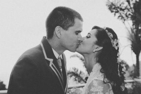 casamento-100-pessoas-mini-wedding-litoral-sao-paulo-azul-e-rosa-praiano-faca-voce-mesmo (38)