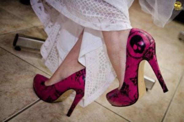 casamento-economico-menos-5-mil-goias-noiva-de-preto-bolo-e-champanhe (3)