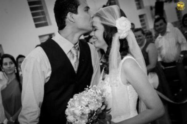casamento-economico-menos-5-mil-goias-noiva-de-preto-bolo-e-champanhe (8)
