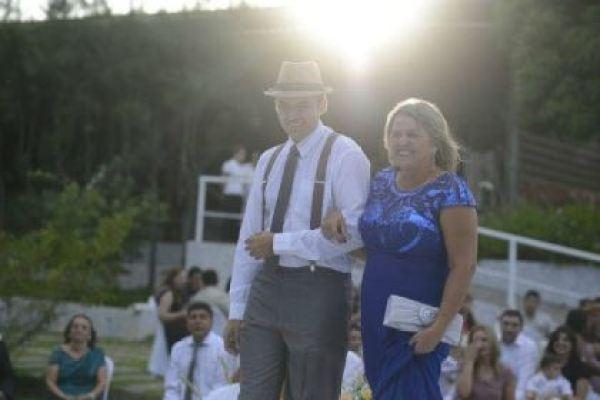 casamento-economico-rustico-vintage-retro-ao-ar-livre-Paraiba-varal-de-lampadas (27)