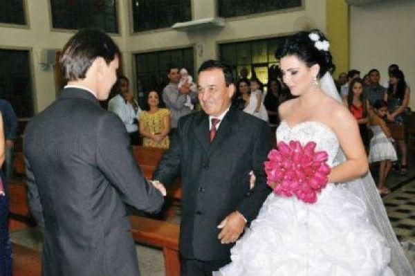 casamento-economico-espirito-santo-decoracao-rosa-e-branco-7500-reais (8)