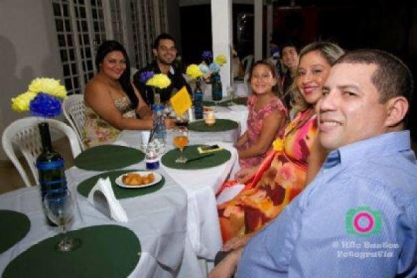 casamento-economico-manaus-amazonas-quintal-de-casa-decoracao-faca-voce-mesmo-amarelo-e-azul (23)