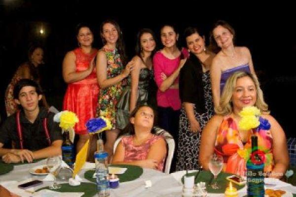 casamento-economico-manaus-amazonas-quintal-de-casa-decoracao-faca-voce-mesmo-amarelo-e-azul (27)