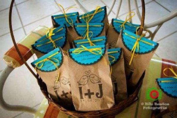casamento-economico-manaus-amazonas-quintal-de-casa-decoracao-faca-voce-mesmo-amarelo-e-azul (6)