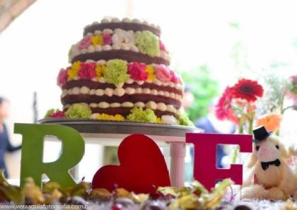 coracoes-coloridos-casamento-colorido-ar-livre-fernanda-e-rafael (12)