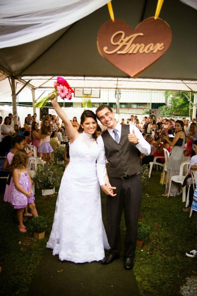 Saída dos noivos da cerimônia