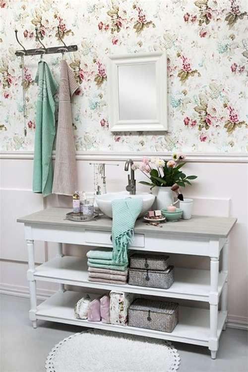 Actualizar la decoraci n de un ba o rom ntico - Actualizar mueble bano ...