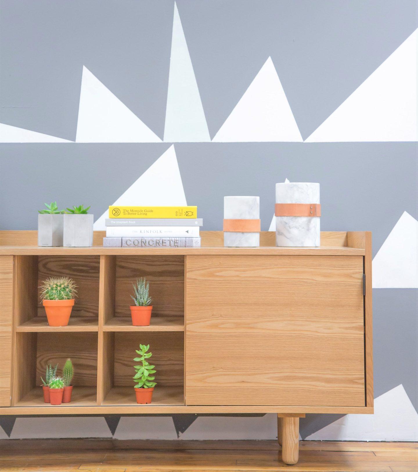 muros con papel pintado con estampas geométricas
