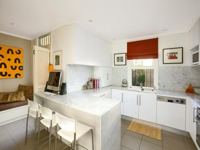 Decoraci n de cocinas peque as color blanco for Decoracion 70 s