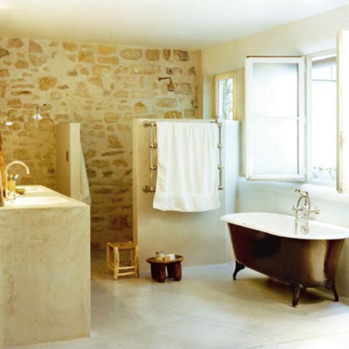cuarto de baño en la gama del blanco