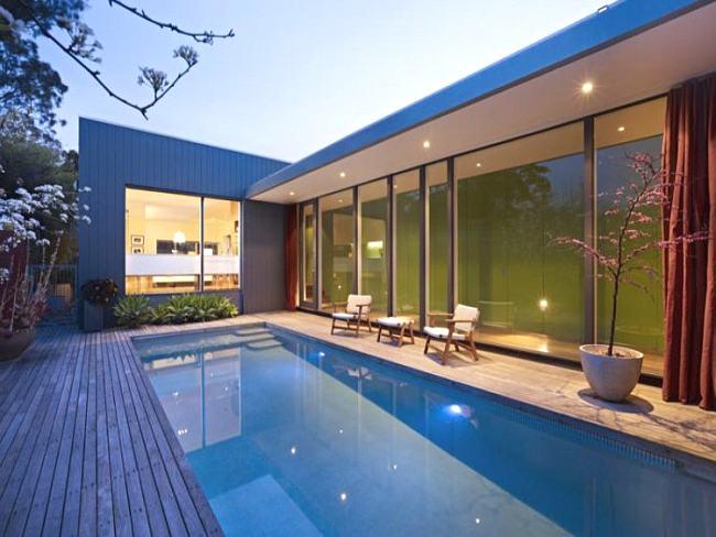 ideas para ubicar piscinas en los jardines