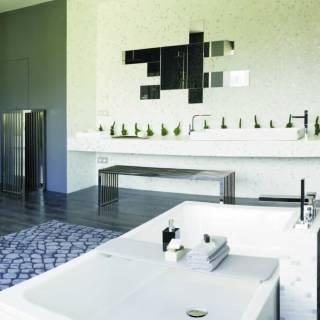 Gran baño cubiertos con mosaicos vitreos