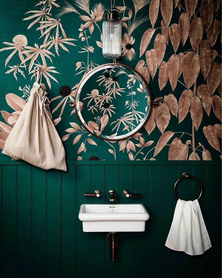 papel tapiz en un baño