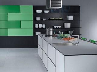 Modernas cocinas con puertas correderas for Muebles de cocina practicos