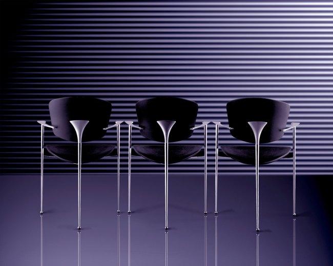 silla elegante de tres patas