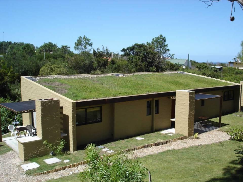 Un techo verde en una casa de fin de semana