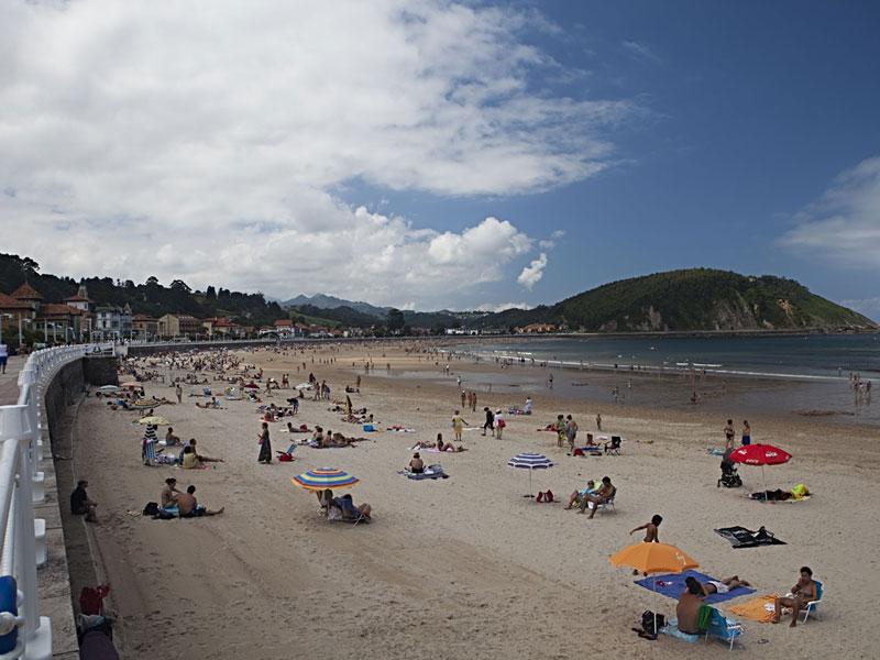 Ribadesella Playa de Santa Marina conocida como playa de los Picos de Europa