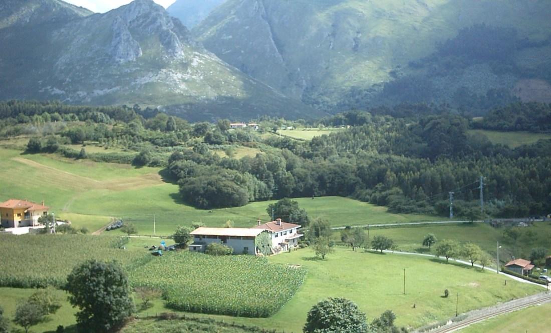 Vista panoramica de la casa rural el Fareru