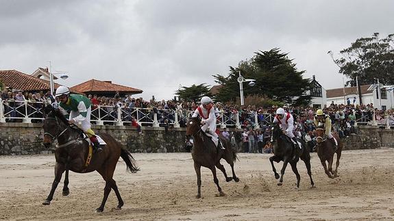 Carrera de caballos playa de Santa Marina