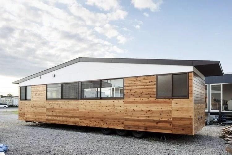 Casa prefabricada acabado madera con ruedas
