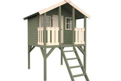 casita infantil de madera Toby de Casas Carbonell en la terraza