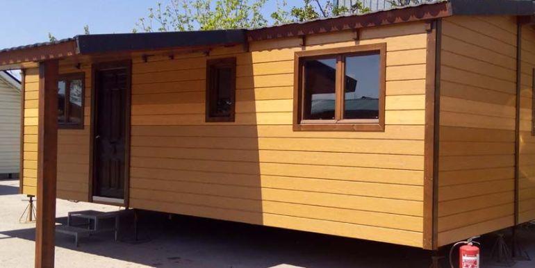 Casa móvil prefabricada usada, modelo Denia de Casas Carbonell con terraza