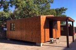 Casa económica en oferta, con revestimiento de madera en vertical