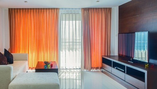1_thehomeissue_curtains-620x354_815308336