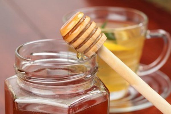 8201099-jar-and-honey-dipper-with-honey-and-a-cup-of-tea-with-lemon