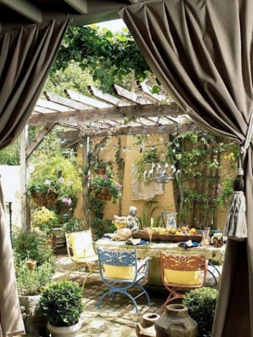 ideas-of-fabric-decor-in-your-garden-28-500x666