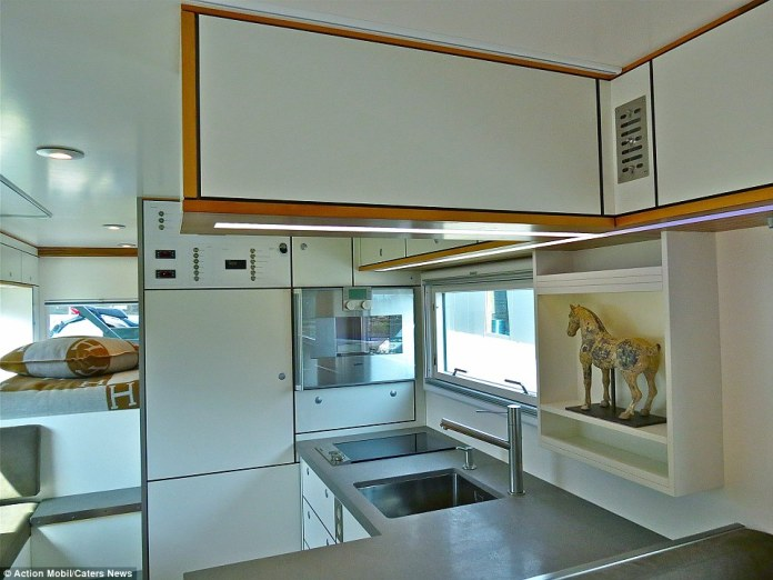 2CAB0C1B00000578-3246096-Luxury_The_vehicle_is_fitted_out_with_kitchen_amenties_including-a-16_1443053523406