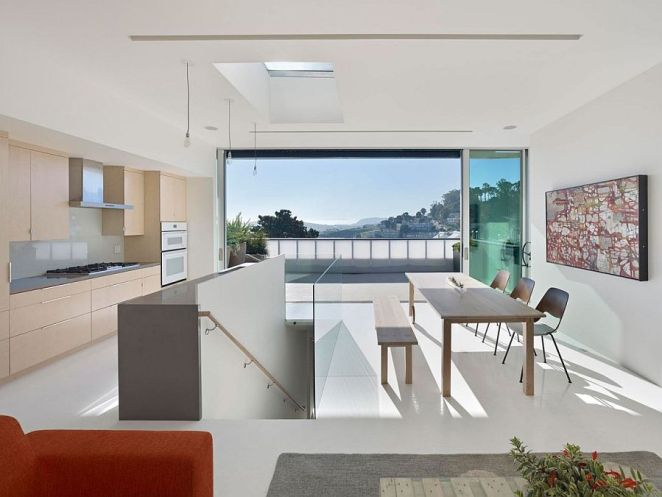 Penthouse-level-kitchen-and-dining-area-with-fabulous-views-of-the-city-of-San-Francisco