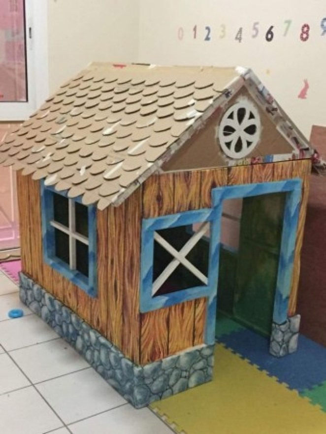 grandfather-builds-cardboard-playhouse-for-his-littler-grandaughter-10__700-338x450