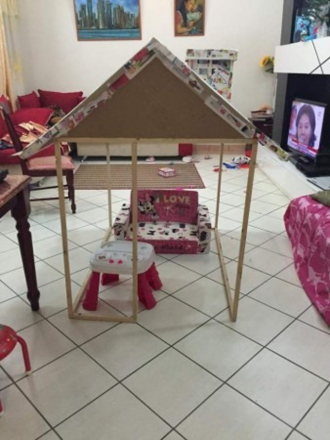 grandfather-builds-cardboard-playhouse-for-his-littler-grandaughter-2__700-338x450