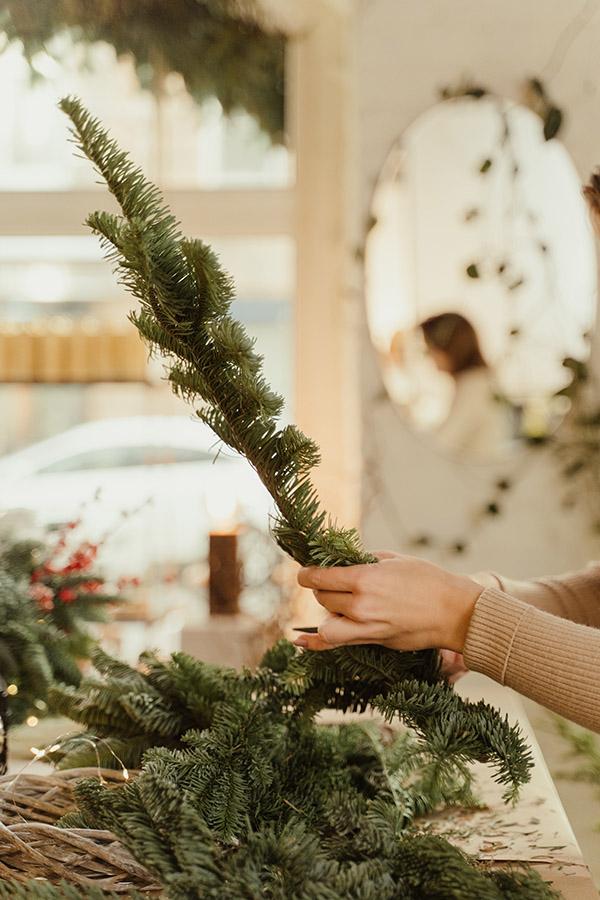 Ramas de pino corona navideña