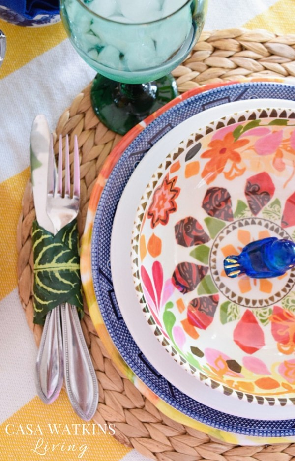 Love this tropical style tablescape for spring
